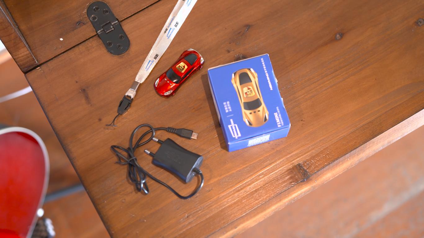 Самый маленький мобильный телефон в мире! (4)